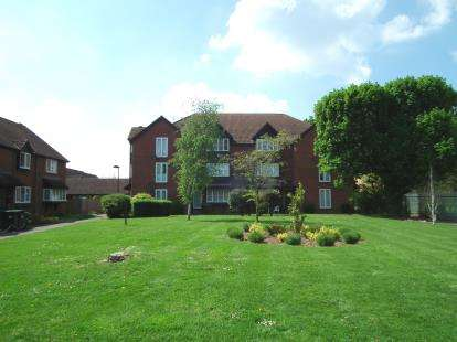 Flat for sale in Mahon Close, Enfield, Hertfordshire
