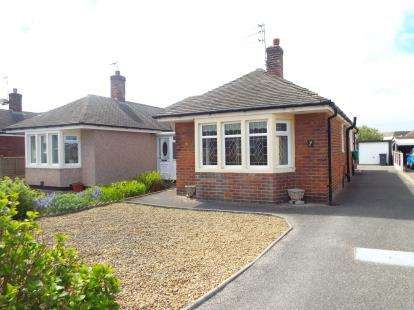 2 Bedrooms Bungalow for sale in South Strand, Fleetwood, Lancashire, FY7