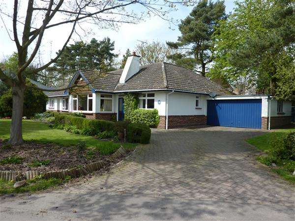 4 Bedrooms Detached Bungalow for sale in BLACKBIRDS, WAITHE LANE, BRIGSLEY, GRIMSBY