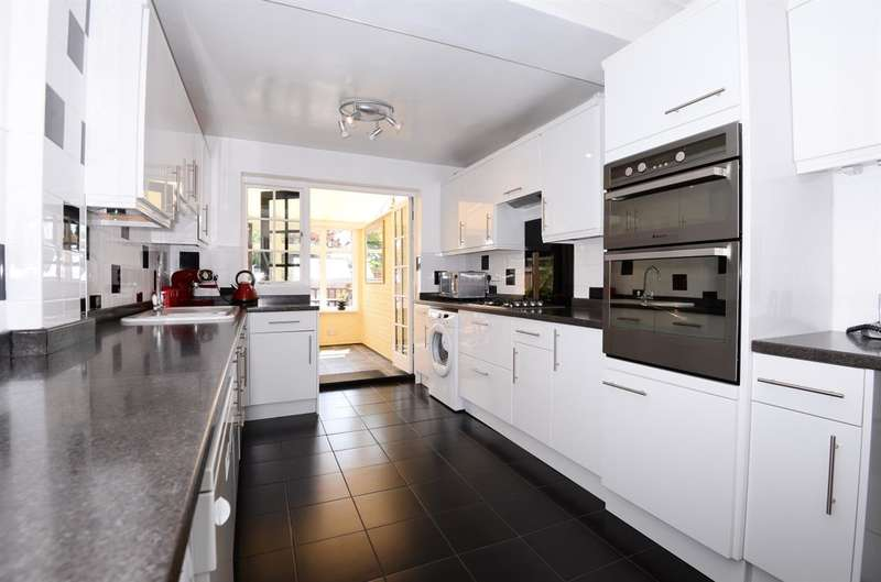 5 Bedrooms Semi Detached House for sale in Chichester