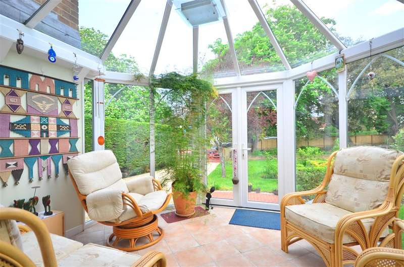 4 Bedrooms Detached House for sale in Staplers Road, Newport, Isle of Wight