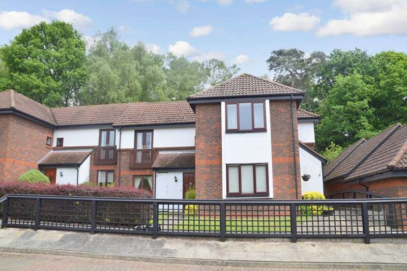 2 Bedrooms Retirement Property for sale in Cherry Green (OAKLANDS PARK), Redhill, RH1 6RY