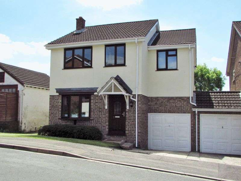 4 Bedrooms Detached House for sale in Pine Ridge, Newbury