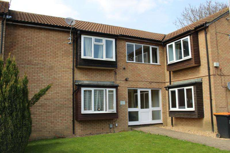 Studio Flat for sale in CONWAY CLOSE, HOUGHTON REGIS