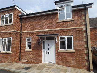 2 Bedrooms Flat for sale in The Hundred, Romsey, Hampshire