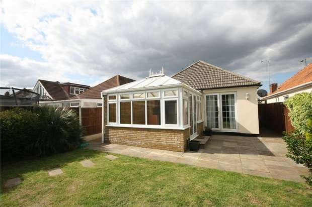 4 Bedrooms Detached Bungalow for sale in Feltham Road, Ashford, Surrey