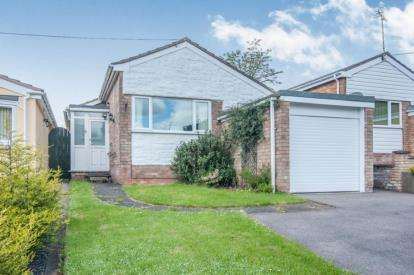 3 Bedrooms Bungalow for sale in Treedale Close, Coventry, West Midlands