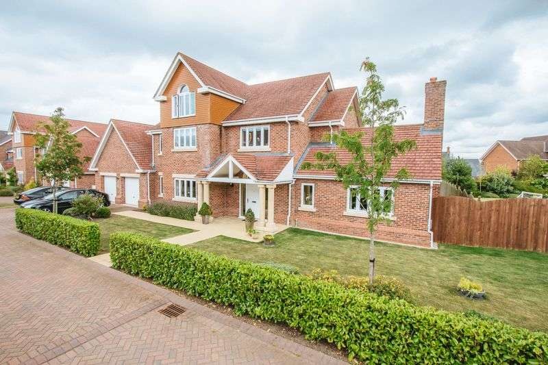 5 Bedrooms Detached House for sale in Hampstead Drive, Wychwood Park, Weston