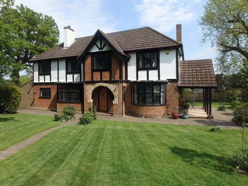 4 Bedrooms Detached House for sale in Wilmerhatch Lane, Epsom