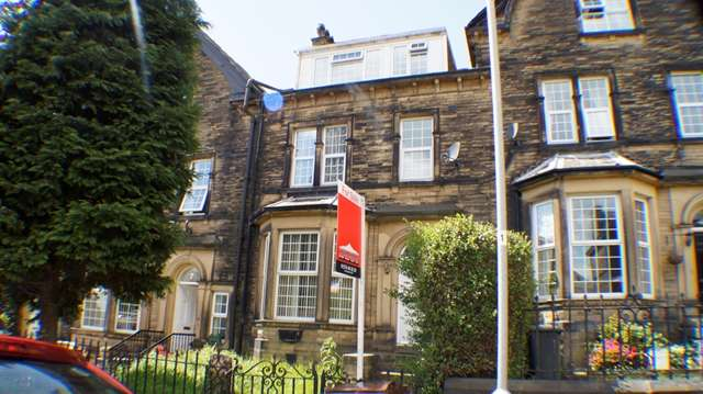 6 Bedrooms Terraced House for sale in Well presented SIX BEDROOMS Victorian Through Terrace house for sale in Chellow Dene