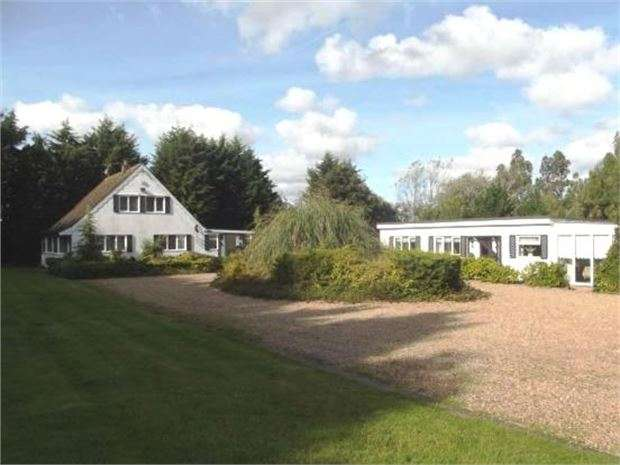 4 Bedrooms Detached House for sale in Mayland, Chelmsford, CM3 6EF