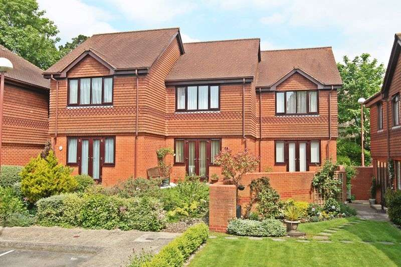 2 Bedrooms Terraced House for sale in Locks Road, Locks Heath