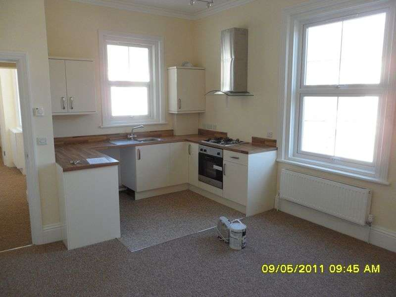 1 Bedroom Flat for sale in One bedroom spacious flat for sale in a gated courtyard development