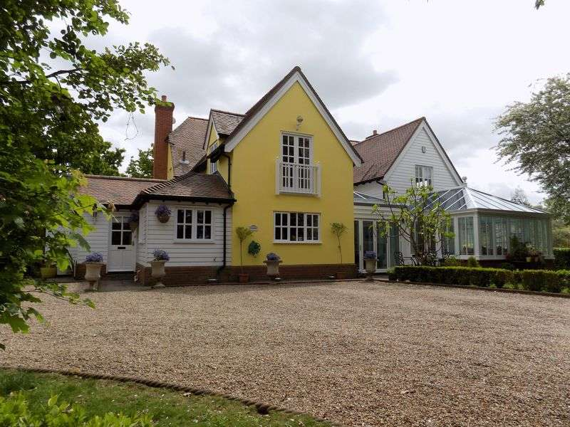 5 Bedrooms Detached House for sale in Wisconsin is situated in the highly sought after location of Langham and dominates a rural plot approaching 2.5 acres (sts), down a private lane. Feat