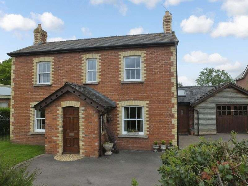 4 Bedrooms Detached House for sale in Pandy, Abergavenny