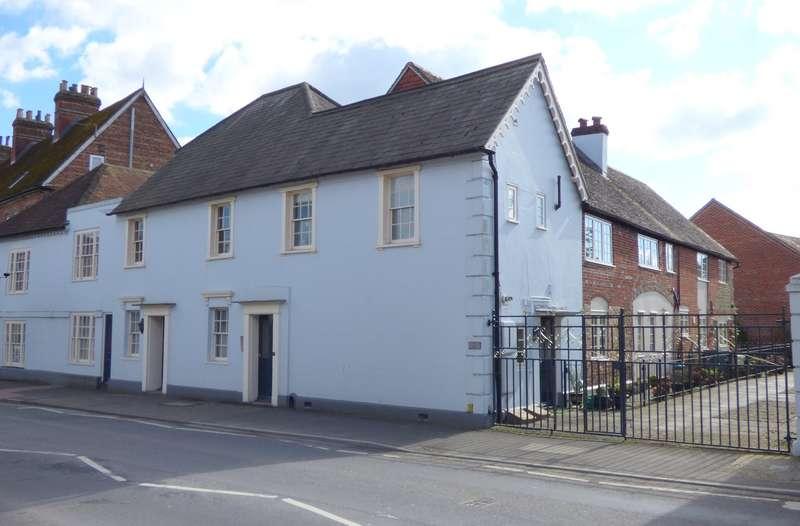 2 Bedrooms Flat for sale in The Rockeries, Petersfield Road, Midhurst, GU29