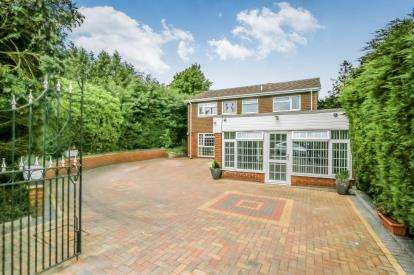 4 Bedrooms Detached House for sale in Sandy Close, Wellingborough, Northamptonshire, England