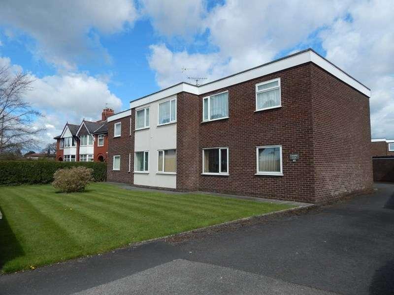2 Bedrooms Flat for sale in Langdale Court, Penwortham