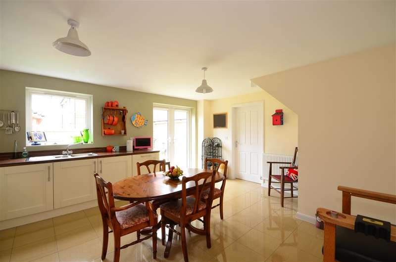 4 Bedrooms Detached House for sale in Blackthorn Avenue, Bognor Regis, West Sussex