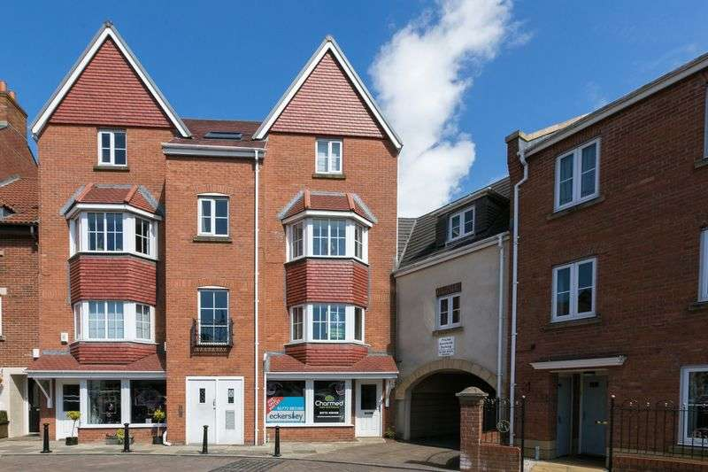 2 Bedrooms Flat for sale in Main Square, Buckshaw Village, PR7 7AR