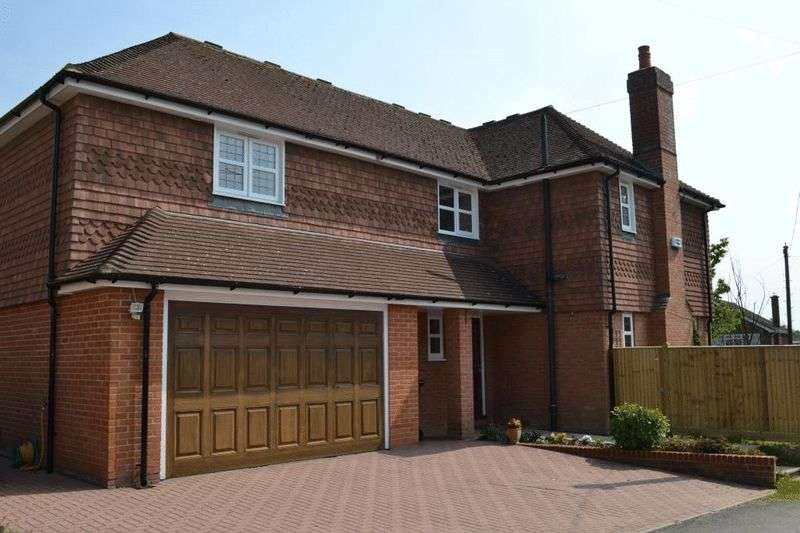 4 Bedrooms Detached House for sale in Tonbridge/Hildenborough Borders