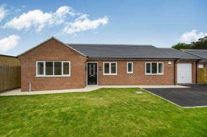 3 Bedrooms Bungalow for sale in Edinburgh Drive, Darlington, Mowden, Darlington