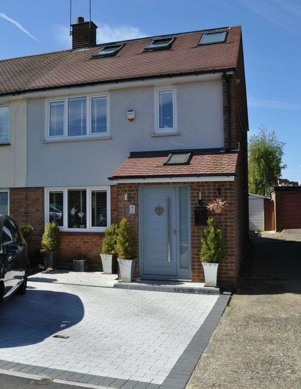 3 Bedrooms Semi Detached House for sale in Birch Road, Hanworth