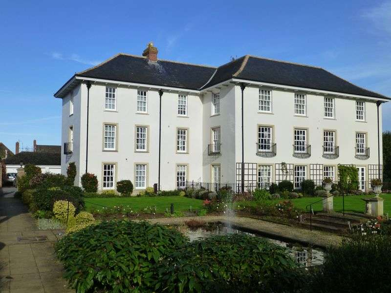 2 Bedrooms Flat for sale in Fulland House, Shoreditch Road, Taunton