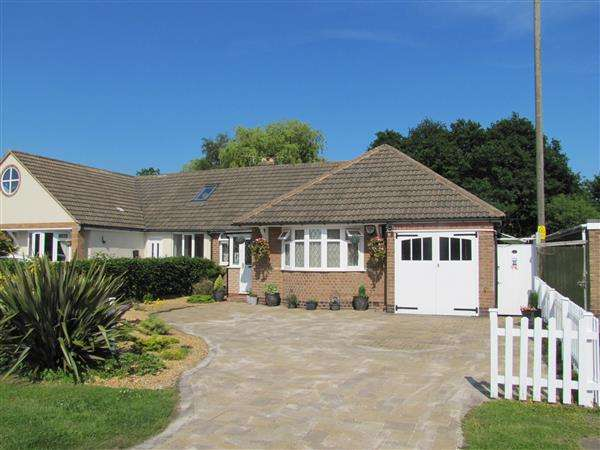 3 Bedrooms Bungalow for sale in Station Road, Whitacre Heath