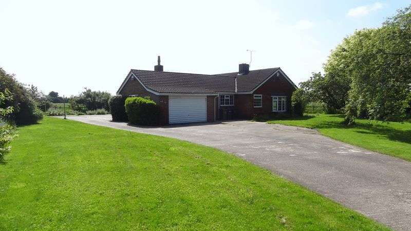 3 Bedrooms Property for sale in Three Elms, Scropton