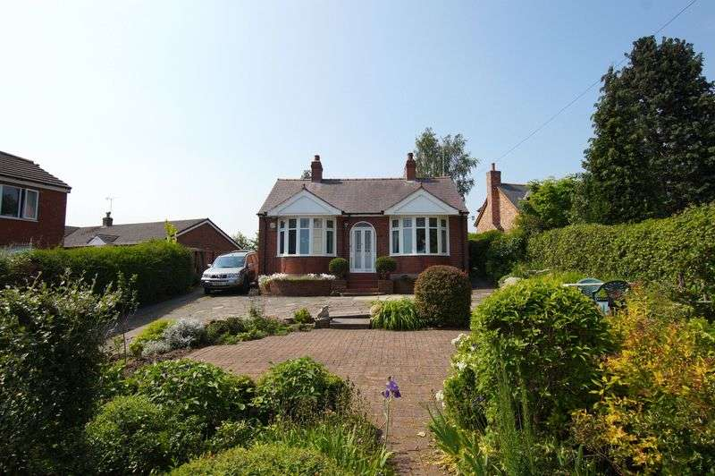 2 Bedrooms Detached Bungalow for sale in Hillock Lane, Gresford, Wrexham