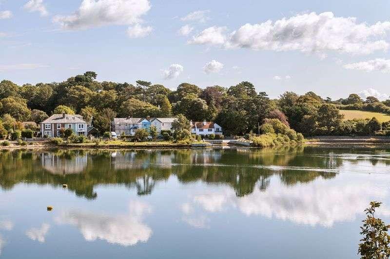 2 Bedrooms Property for sale in Lymington Shores, Bridge Road, Lymington