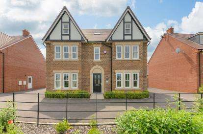 5 Bedrooms Detached House for sale in Lindrick Close, Great Denham, Bedford, Bedfordshire
