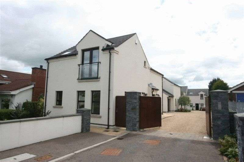 2 Bedrooms Flat for sale in Apt 8 Fairview Court, Ballykeel Road, Moneyreagh, BT23 6DU