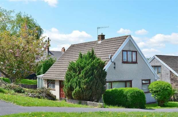 3 Bedrooms Detached Bungalow for sale in Shirdale Close, Maesycwmmer, HENGOED, Caerphilly
