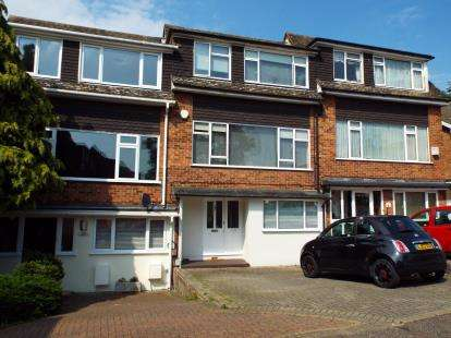 4 Bedrooms Semi Detached House for sale in Buckhurst Hill, Essex