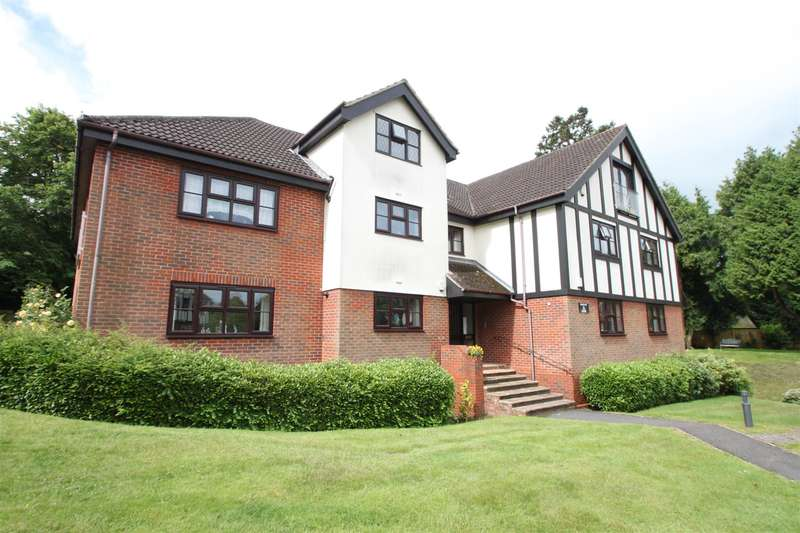 2 Bedrooms Flat for sale in White Lodge Close, Sevenoaks