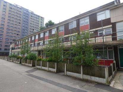 3 Bedrooms Maisonette Flat for sale in Bosden Close, Stockport, Cheshire