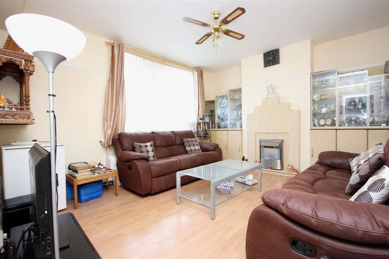 2 Bedrooms Flat for sale in Craven Court, Greenhill Park, NW10