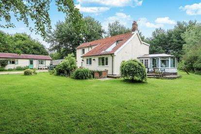 5 Bedrooms Detached House for sale in Dickleburgh, Diss, Norfolk