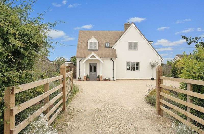 3 Bedrooms Detached House for sale in STANDLAKE, Driftwind, The Downs OX29 7TB