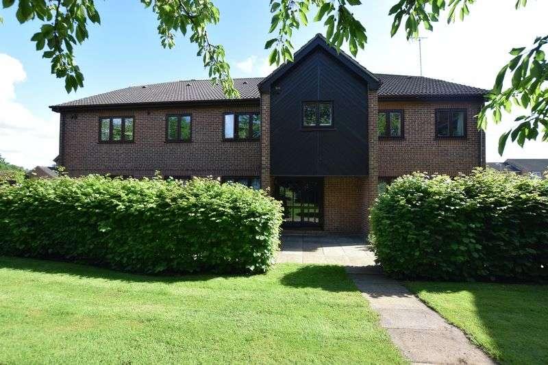 2 Bedrooms Flat for sale in Dormer Close, Aylesbury