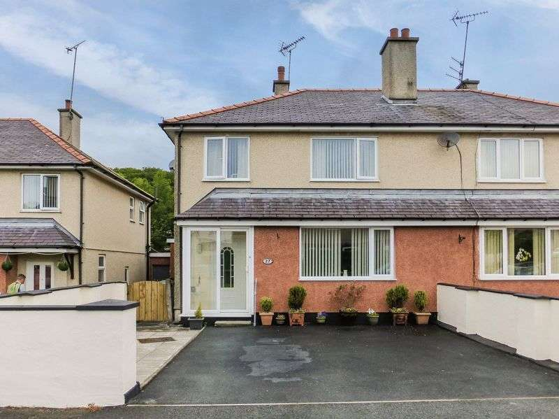 3 Bedrooms Semi Detached House for sale in Llangefni