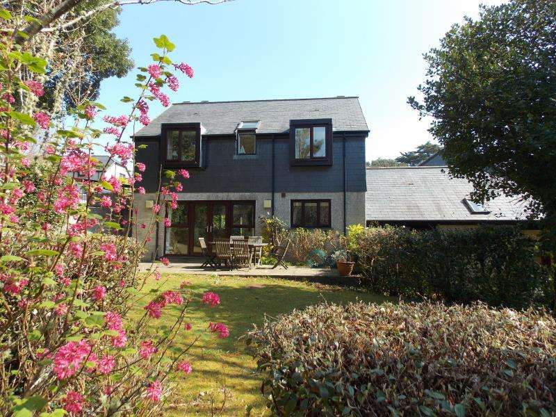 3 Bedrooms Semi Detached House for sale in Nursery Cottages, Maenporth Estate, Falmouth