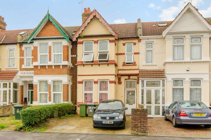 3 Bedrooms Flat for sale in Shrewsbury Road, Forest Gate, E7