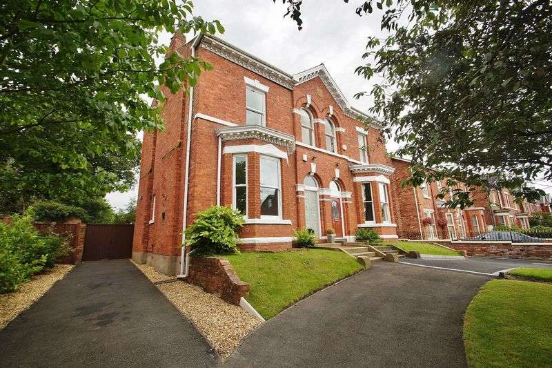 4 Bedrooms Semi Detached House for sale in Crescent Road, Southport