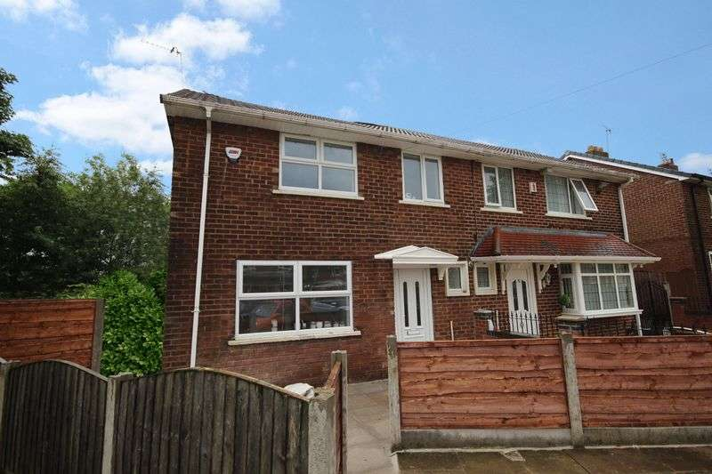 4 Bedrooms Semi Detached House for sale in Grosvenor Close, Worsley