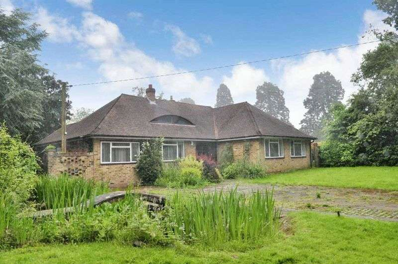 5 Bedrooms Detached House for sale in The Bridlepath, Chaldon, Surrey