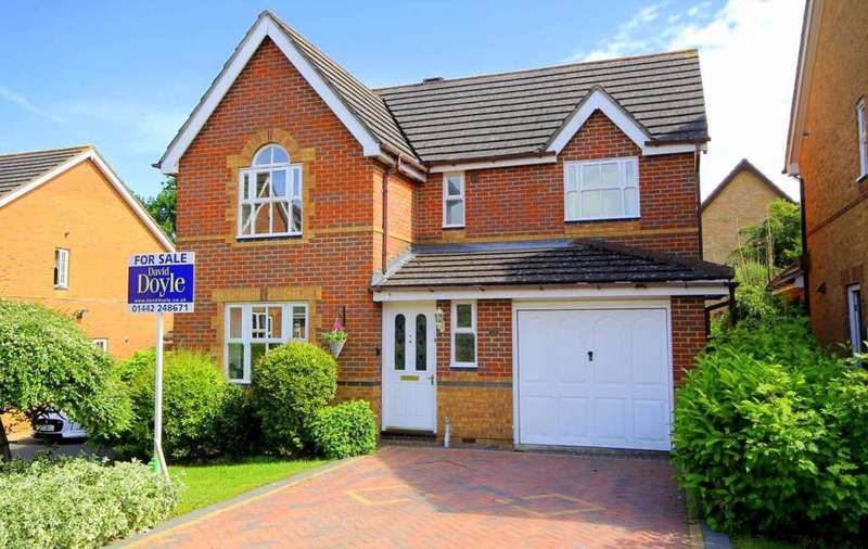 4 Bedrooms Detached House for sale in Lyrical Way, Gadebridge Park, Hemel Hempstead