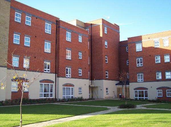 2 Bedrooms Apartment Flat for sale in Holyhead Mews, Cippenham, Slough